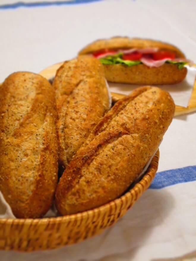 胡麻と芥子のプチパン