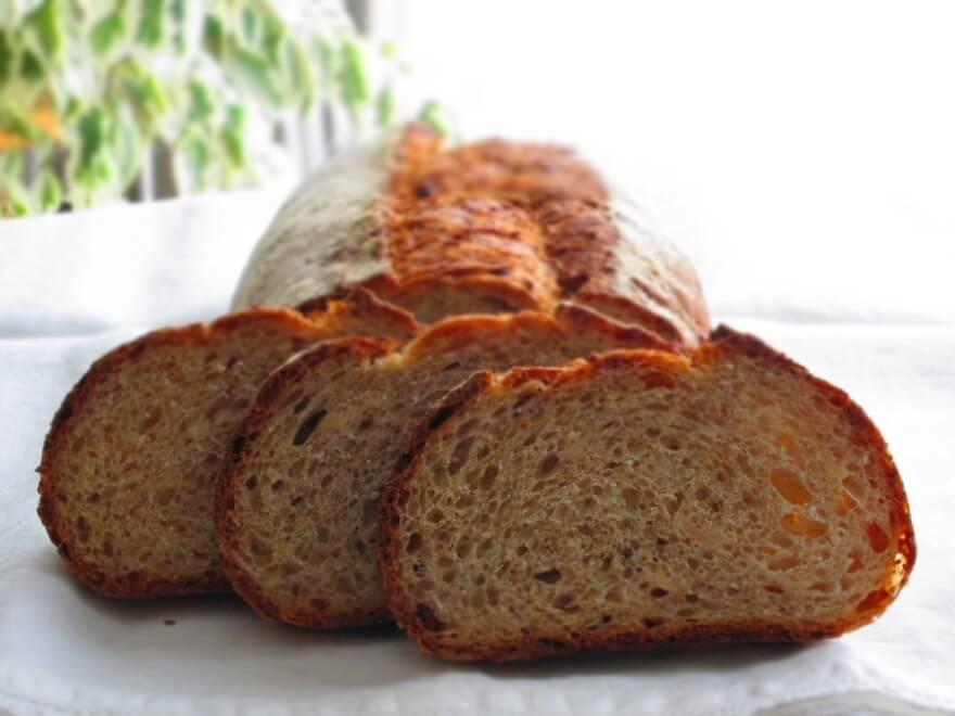 オーツ麦とナッツのパン