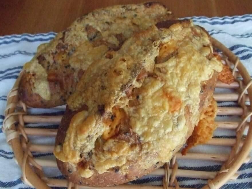 胡麻とチーズのハードパン